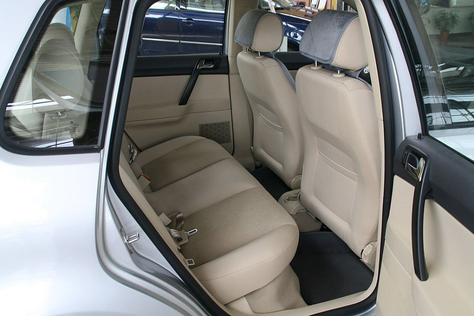 图片说明:POLO劲情作为上海大众今年全新推出的A0级轿车,是上海大众设计团队继成功设计了PASSAT领驭后推出的力作,POLO劲情是根据中国市场独特审美需求与德国大众POLOGP同步开发的一款两厢车型。图为上海大众POLO劲情座椅。2008-08-20 15:04:18