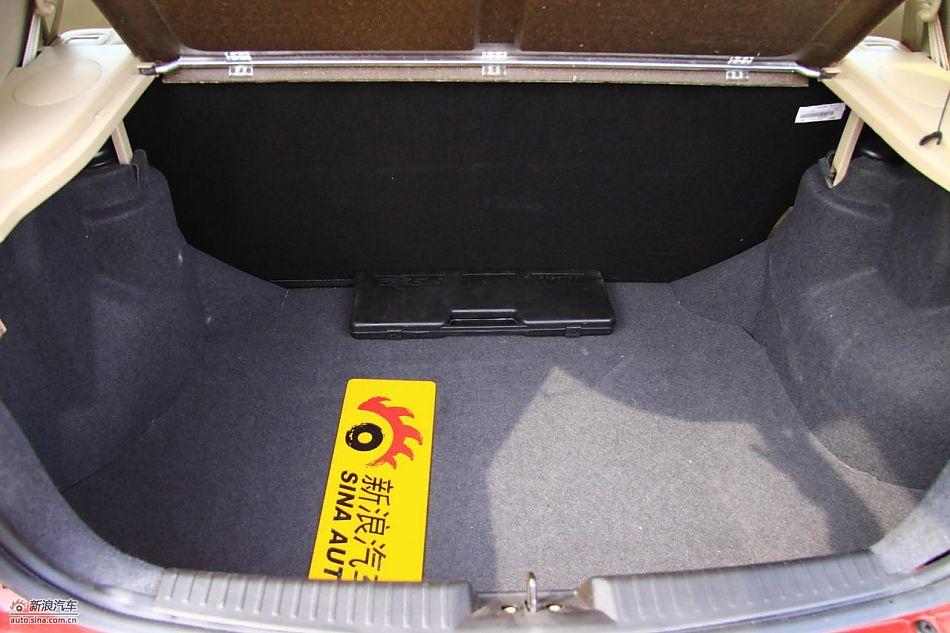 奇瑞风云2两厢后备箱 风云2座椅空间图片257297高清图片