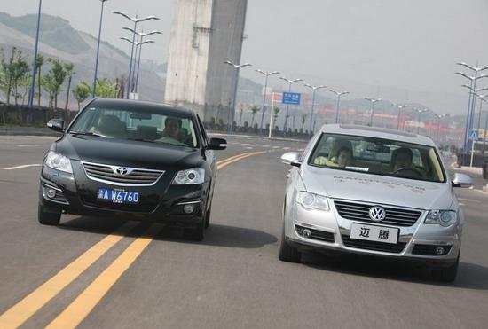 广汽丰田凯美瑞VS一汽大众迈腾对比测试图片-对比测试迈腾VS凯美瑞