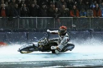 视频:勇敢者的游戏!冰上高速摩托赛车