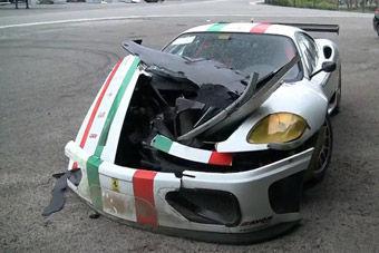 """视频:实拍Ferrari 360赛道上""""自残""""致毁"""