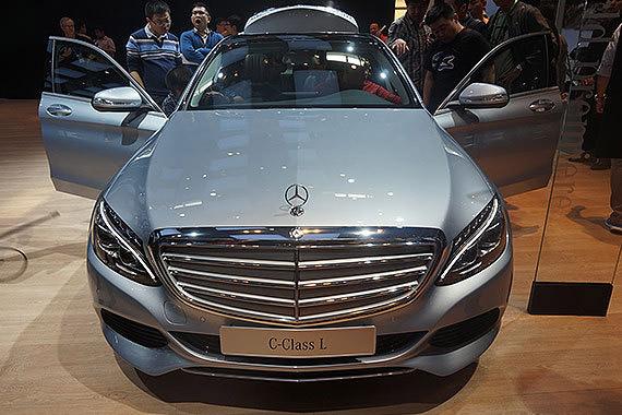 视频:2014北京车展必看车型之奔驰新C级