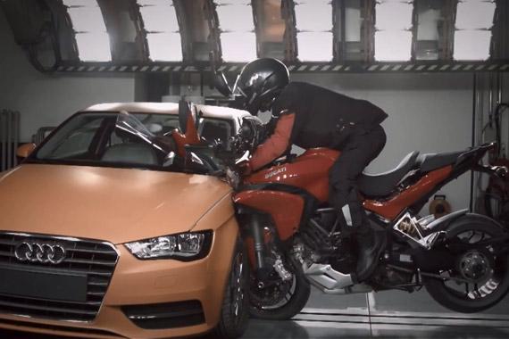 视频:汽摩碰撞测试 2015款杜卡迪Multistrada vs 奥迪A3