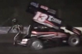 视频:美纳斯卡赛车惊天命案 3届冠军撞死20岁车手