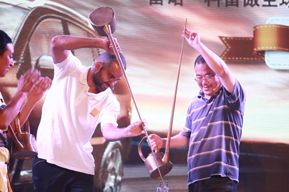 视频:2014成都车展NBA球星帕克玩转大碗茶