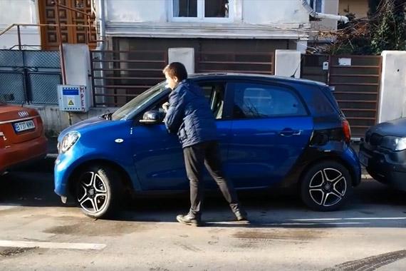 视频:任性 Smart Forfour智能手动停车入库