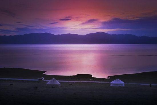 新疆赛里木湖:亦真亦幻的日出奇观