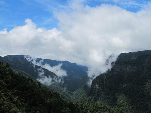 多彩南宁大明山之橄榄大峡谷