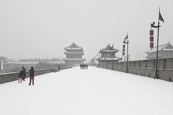 2015陕西冬雪何时下 摸爬滚打high起来