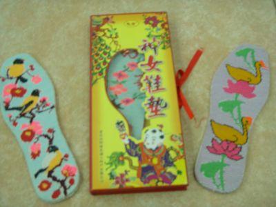 神女绣花鞋垫