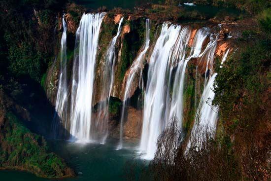 国内十大最美瀑布 罗平九龙瀑布