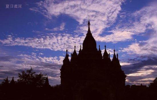 缅甸让人一见倾心的蒲甘佛塔(组图)