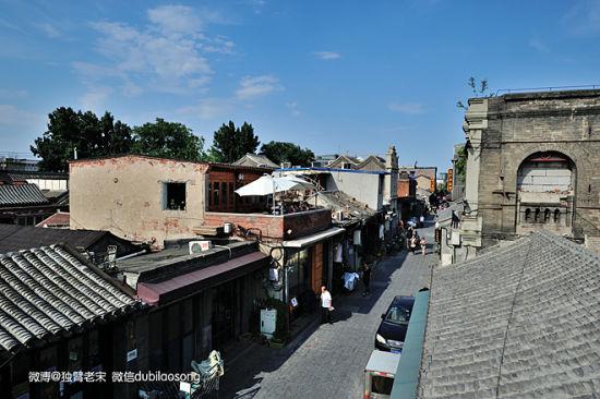 这里是老北京前门南侧的杨梅竹斜街,紧邻旧时烟花柳巷的八大胡同,曾是