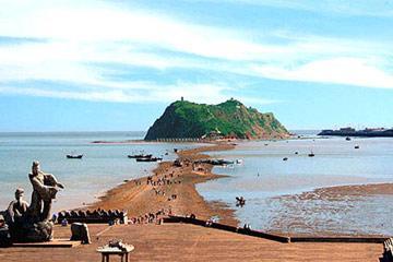 笔架山风景区位于渤海北部,锦州市西南37公里海滨,与葫芦岛隔海相望