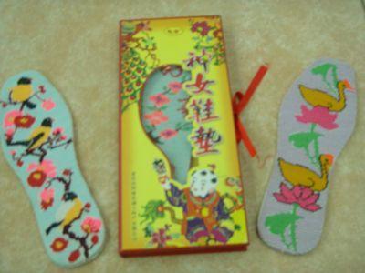 最不能错过的巫山县特产:神女绣花鞋垫(图)
