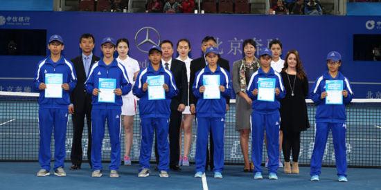 从左到右:李文博、李子安、李乐明、包图雅、范纤千(成都海选)、哈伊(重庆海选)