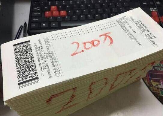 十分巧合的是,新浪彩票曾在此前中国队与马尔代夫赛后,报道疑似有球迷