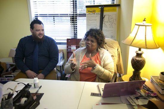 亚瑟和侄子哈罗德在基金会办公室