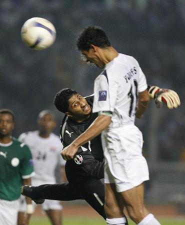 07亚洲杯十大进球:尤尼斯雷霆一击高原华丽转身