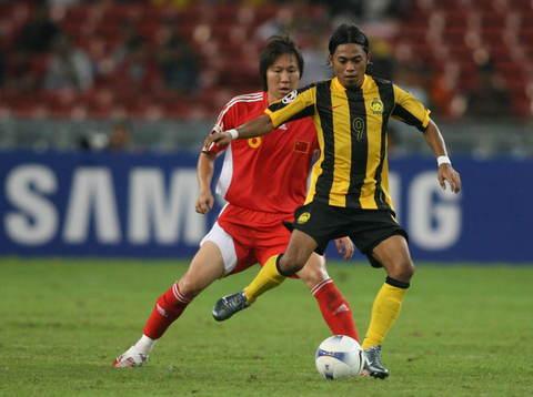 亚洲杯十大争议人物:海归门将老迈李铁难有起色