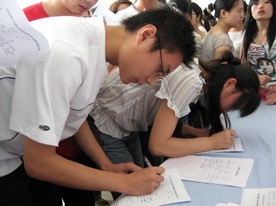 图文-女足世界杯成都赛区招募志愿者 大学生踊