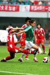图文-[女足测试赛]泰国VS墨西哥墨队员陷入包围