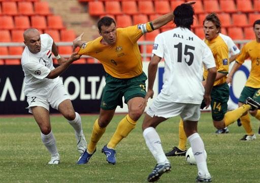 伊拉克VS澳大利亚维杜卡遭双人包夹