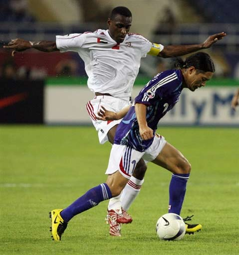 图文-[亚洲杯]阿联酋1-3日本小心脚下被人铲到