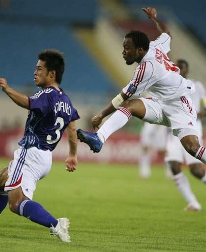 图文-[亚洲杯]阿联酋1-3日本这脚差点踹后背上