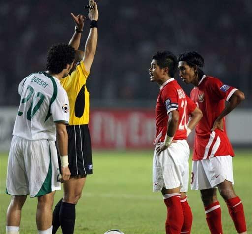 图文-[亚洲杯]沙特队2-1印尼队裁判果断判罚