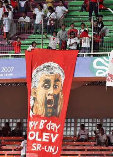 图文-球迷热情助阵韩印之战印尼教练是球迷的希望