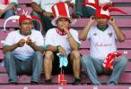 图文-球迷热情助阵韩印之战静静等待比赛的开始