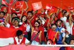 图文-球迷热情助威韩印之战热心球迷呼喊着什么