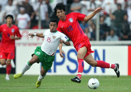 图文-[亚洲杯]韩国队VS印尼队孙大镐防守如此积极
