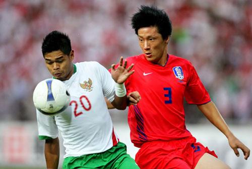 图文-[亚洲杯]韩国队VS印尼队金珍奎怒目而视