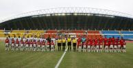 图文-[亚洲杯]沙特队4-0巴林队双方队员赛前合影
