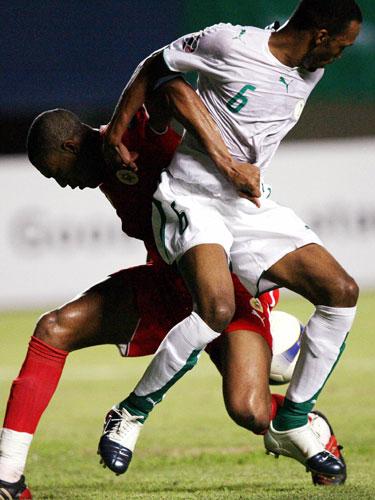 """图文-[亚洲杯]沙特队4-0巴林队小心""""背后黑手"""""""