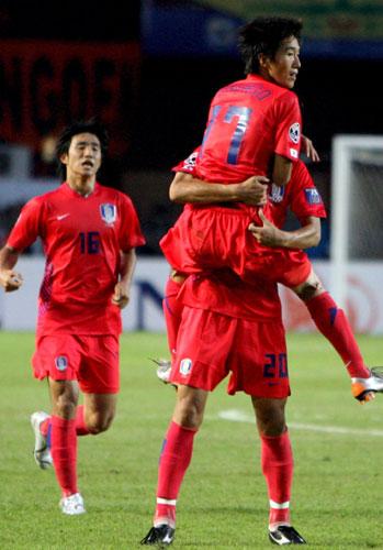 图文-[亚洲杯]韩国队1-0印尼队韩国队员如此开心