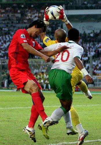 图文-[亚洲杯]韩国队1-0印尼队印尼门将果断出击