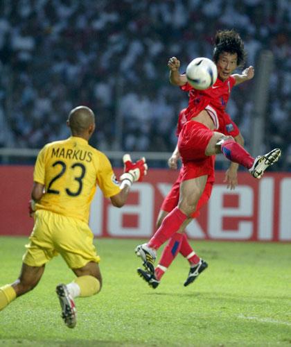 图文-[亚洲杯]韩国队1-0印尼队李天秀进攻犀利