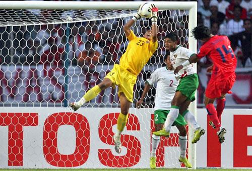 图文-[亚洲杯]韩国队1-0印尼队印尼门将今天神了