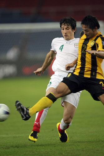 """图文-[亚洲杯]马来西亚VS伊朗伊朗队员跳""""桑巴"""""""