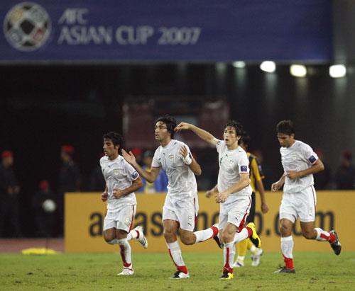 图文-[亚洲杯]马来西亚VS伊朗内科南狂奔庆祝