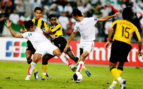 图文-[亚洲杯]马来西亚0-2伊朗自己人撞到一起