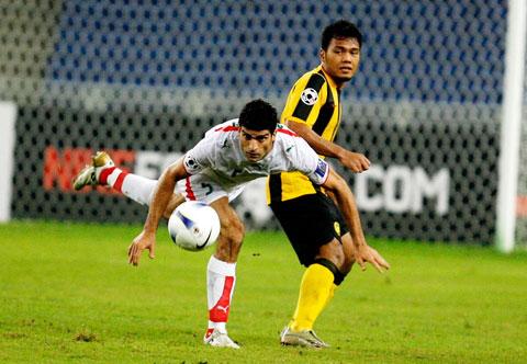 图文-[亚洲杯]马来西亚0-2伊朗雷扎伊小心翼翼
