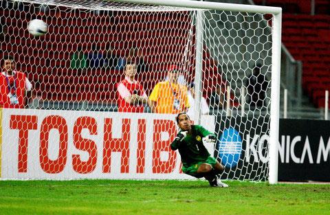 图文-[亚洲杯]马来西亚0-2伊朗大马门将无可奈何