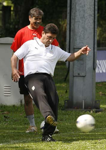 图文-伊朗队训练备战亚洲杯1/4决赛老帅亲自上阵
