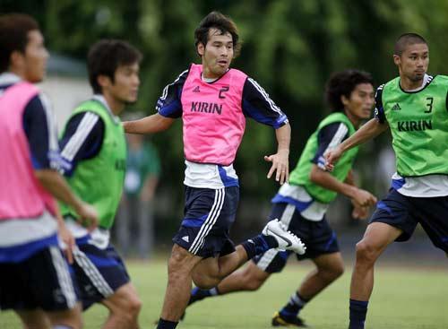 图文-日本队训练备战亚洲杯1/4决赛分组对抗练习