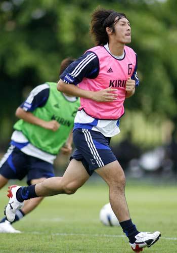 图文-日本队训练备战亚洲杯1/4决赛卷诚一郎备战