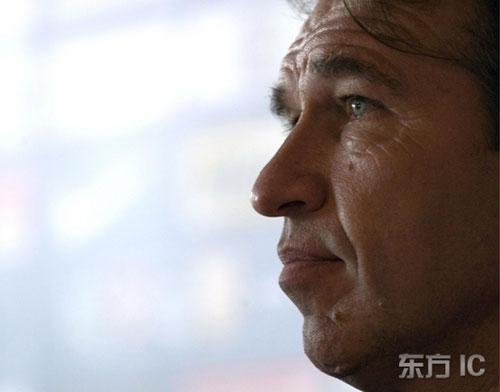 图文-韩国将帅出席1/4决赛前发布会耐心倾听提问